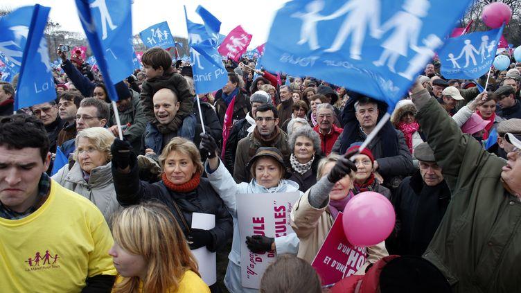 Des opposants au mariage des homos défilent le 13 janvier Paris. (THOMAS COEX / AFP)