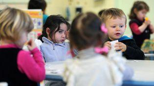 Des enfants dans un jardin d'enfants de Firmi, dans l'Aveyron (ERIC CABANIS / AFP)