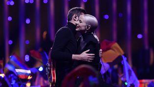 Le duo français Madame Monsieur lors de la finale de l'Eurovision, à Lisbonne (Portugal), le 12 mai 2018. (FRANCISCO LEONG / AFP)