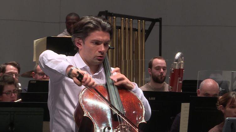 Gautier Capuçon en répétition (B. Stemmer / France Télévisions)