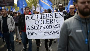 """Les policiersdéfilent lors d'une """"marche de la colère""""le 2 octobre 2019 à Paris. (MARTIN BUREAU / AFP)"""
