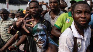 Des supporters du président Buhari lors d'un rassemblement à Lagos le 9 février 2019. L'un d'entre eux veut qu'il dirige le pays pour les quatre prochaines années. (STEFAN HEUNIS / AFP)
