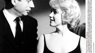 """Yves Montand et Marilyn Monroe sur le tournage du """"Milliardaire"""", en janvier 1960. (REX FEATURES / SIPA)"""