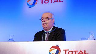 Le circonstances de l'accident d'avion qui a causé la mort de Christophe de Margerie, le PDG de Total ici en photo à Paris le 13 février 2013, commencent à se préciser. (ERIC PIERMONT / AFP)