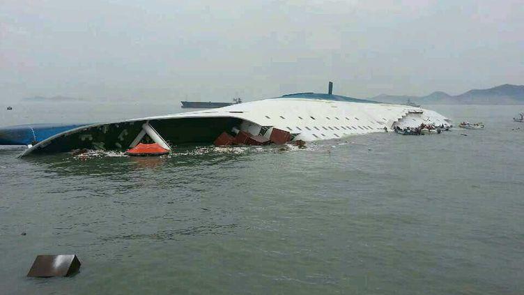 Une photo du ferry sud-coréen après son naufrage, le 16 avril 2014. (SOUTH KOREA COAST GUARD / AFP)