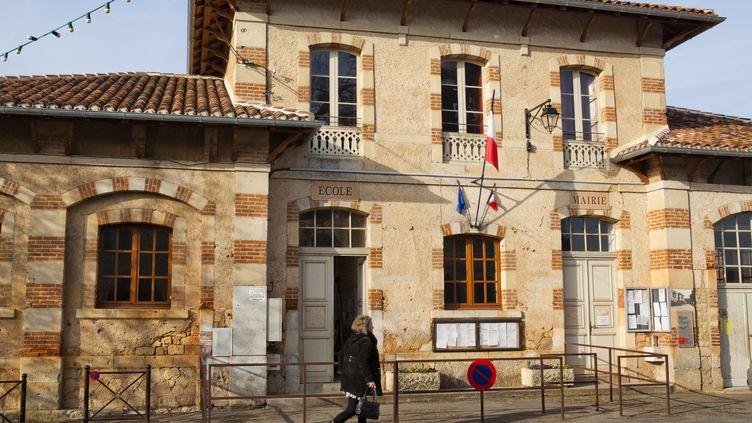 L'école de Montcabrier, un village de 350 habitants, dans le Lot. (JEAN-MARC BARRERE / HEMIS.FR / AFP)