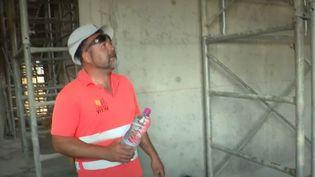 Un ouvrier sur un chantier, mardi 25 juin. (FRANCE 3)