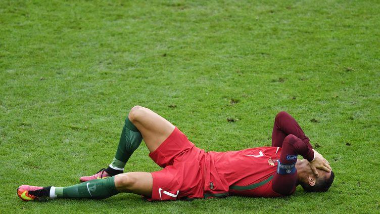 Ronaldo quitte la finale de l'Euro sur blessure (PETER KNEFFEL / DPA)