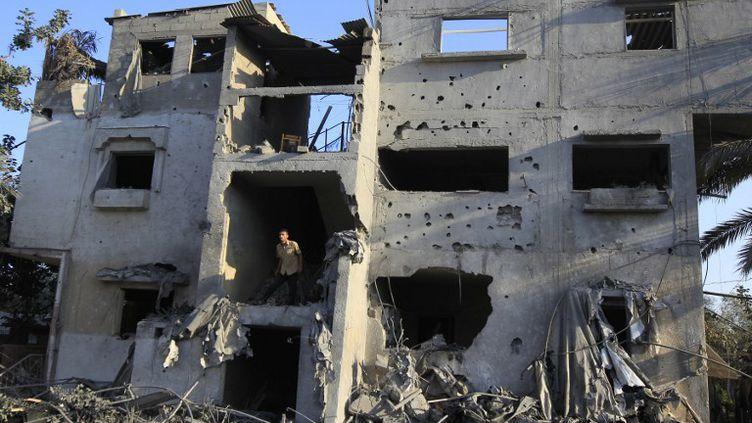 Un bâtiment détruit par un raid israélien à Khan Yunis, dans la bande de Gaza, le 20 novembre 2012. (SAID KHATIB / AFP)