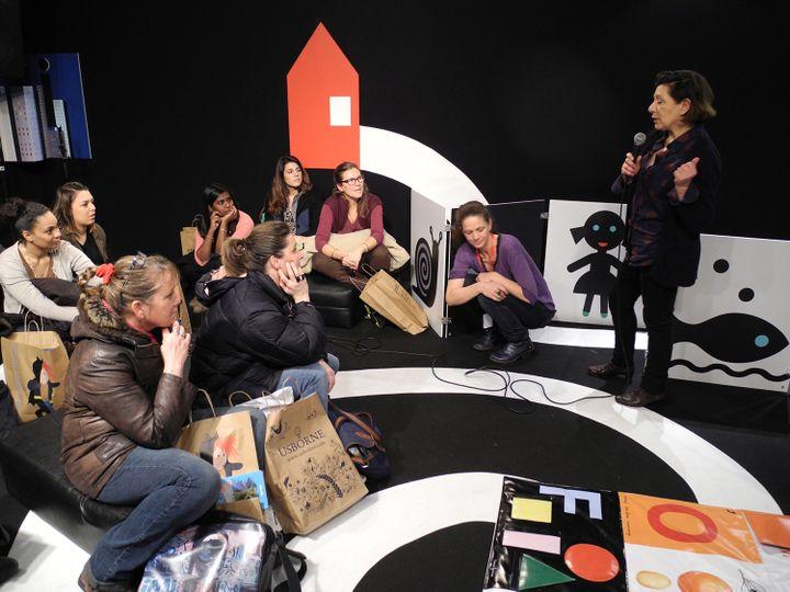 Pascale Estellon avec des élèves de CAP petite enfance  (LHouot / Culturebox)
