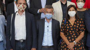 """Le maire de Grenoble Eric Piolle, celui de Tours, Emmanuel Denis, et la maire de Paris Anne Hidalgo rassemblés ce mardi pour discuter de la """"social-écologie"""" (GUILLAUME SOUVANT / AFP)"""