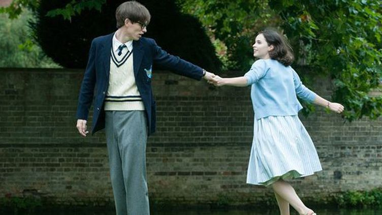 "Eddie Redmayne et Felicity Jones dans ""Une merveilleuse histoire du temps"" de James Marsh  (Universal  )"
