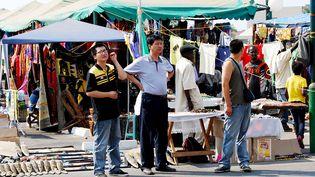 Ressortissants chinois sur un marché à Lusaka, capitale de la Zambie, le 25 octobre 2010 (THOMAS NSAMA / AFP)