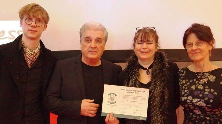 De gauche à droite: Robert Niemann (étudiant à l'Université technique de Berlin), Burkhard Lüdtke (de Model+Design), Annette Müller et Ingeborg Stude (toutes deux représentantes du gouvernement de Berlin).