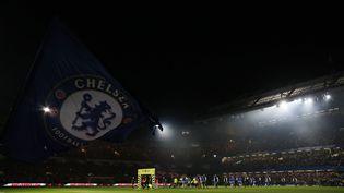 Les joueurs du match Chelsea-Tottenham entrent sur la pelouse de Stamford Bridge, le 26 novembre 2016, à Londres (Royaume-Uni). (REUTERS)