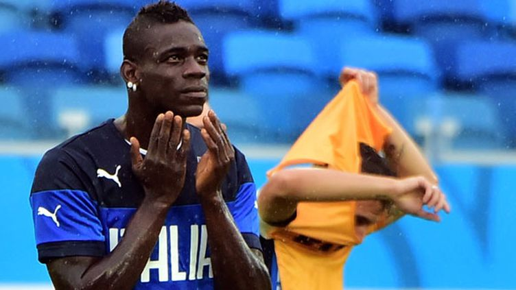 Le buteur italien Mario Balotelli