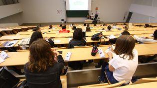 Des étudiants lors de la rentrée universitaire à Amiens, le 25 août 2020 (photo d'illustration). (FRED HASLIN / MAXPPP)