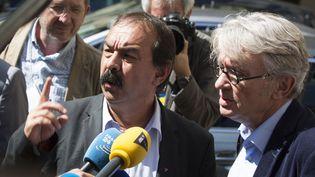 Philippe Martinez et Jean-Claude Mailly aprèsune réunionavec le ministre de l'Intérieur, le 22 juin 2016 à Paris. (GEOFFROY VAN DER HASSELT / AFP)