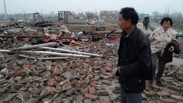 Après le passage d'une tornade àYancheng, dans la province du Jiangsu (Chine), le 23 juin 2016. (CHINA DAILY INFOR  / REUTERS)