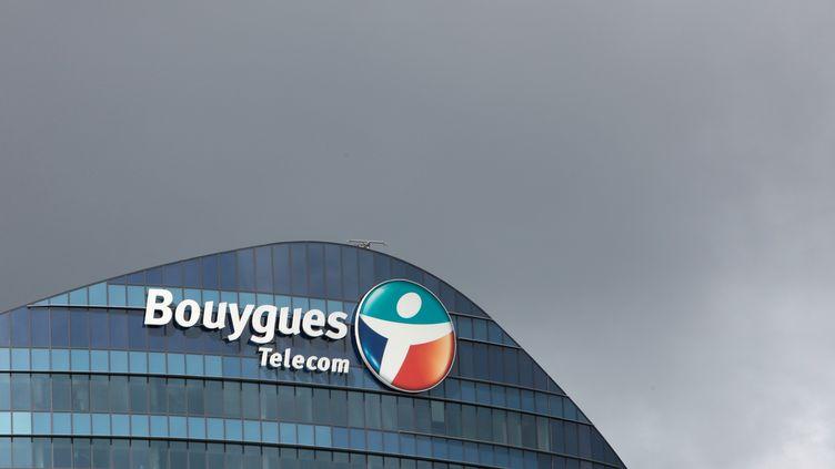 Un bâtiment de l'opérateur Bouygues Telecom à Issy-les-Moulineaux (Hauts-de-Seine), le 14 juillet 2012. (LOIC VENANCE / AFP)