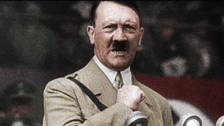 """Discours d'Hitler aux Hitlerjungend. """"Le garçon allemand doit être svelte et élancé, rapide comme un lévrier. Solide comme du cuir et dur comme du fer"""". 1938.  (CC&C / NARA)"""