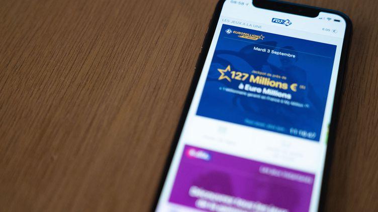 L'application de la Française des Jeux sur un téléphone portable, le 3 septembre 2019. (CONSTANT FORME-BECHERAT / AFP)