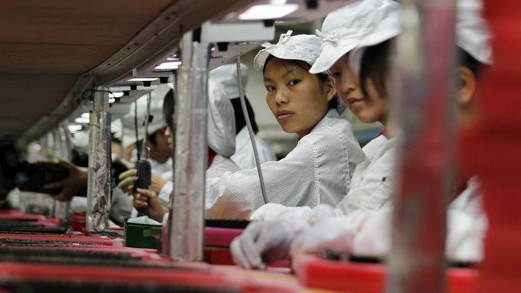 Des ouvriers de l'usine Foxconn de Longhua, en Chine, en mai 2010. (BOBBY YIP / REUTERS)