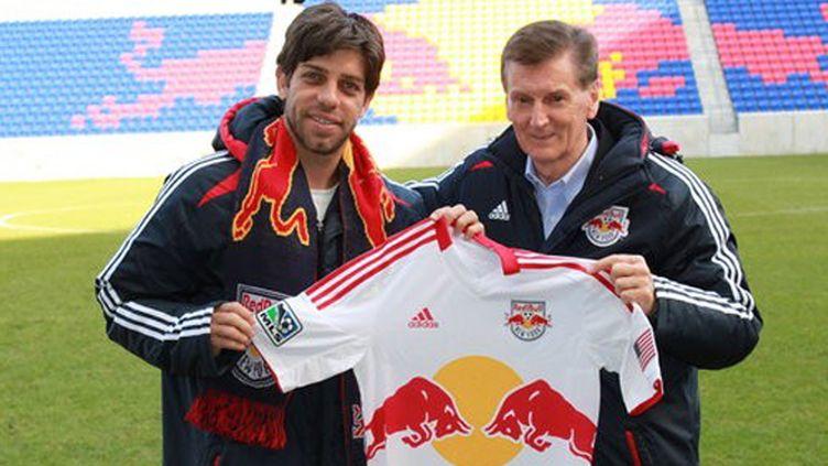 Juninho aux côtés du directeur sportif, Andy Roxburgh.