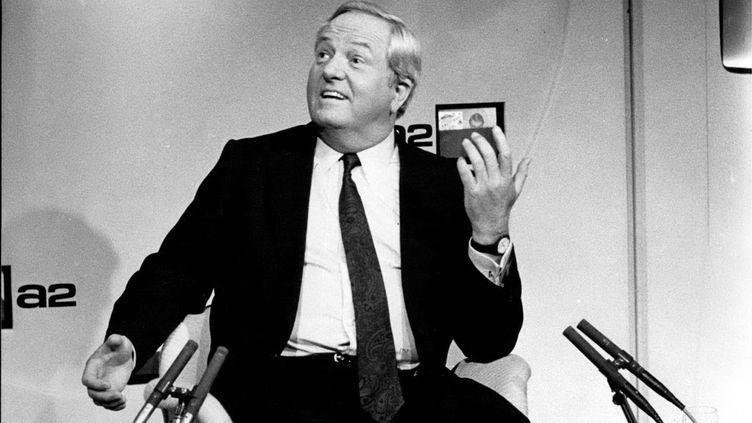 """Jean-Marie Le Pen, président du Front national, invité de """"L'heure de vérité"""" sur Antenne 2, le 17 octobre 1985. (KEYSTONE PICTURES USA / MAXPPP)"""