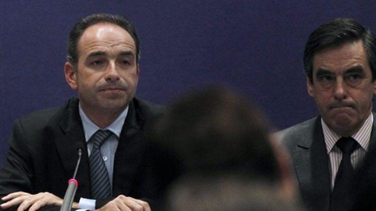 Jean-François Copé (g) et François Fillon (d), lorsd'une réunion de l'UMP, le 17 novembre 2010. (AFP - Joel Saget)
