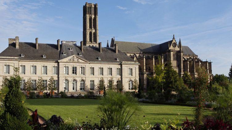 Le Musée des Beaux-Arts de Limoges est installé dans l'ancien palais épiscopal, qui date du XVIIIème siècle.  (Auguste Renoir)