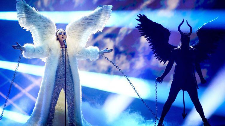 """L'artiste norvégien Tix interprète """"Fallen Angel"""", lors de la répétition de la finale du concours de l'Eurovision, le 21 mai 2021. (SANDER KONING / ANP)"""