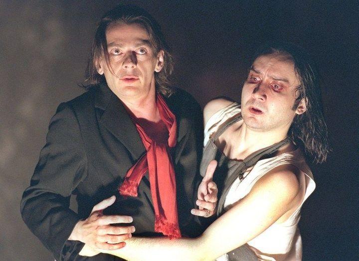 Jean Damien Barbin et Michel Fau dans le «Visage d'Orphée» d'Olivier Py au Festival d'Avignon le 22 juillet 1997  (GEORGES GOBET / AFP)