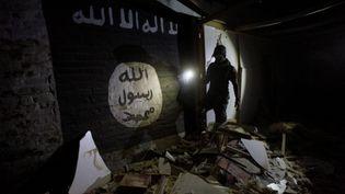 L'équilibre des forces joue à présent en défaveur de Daesh.Mais les combattants de l'EI sont bien déterminés à garder leur fief. Ils résistent, et se cachent dans les maisons de la vieille ville de Mossoul. Pour planifierleurs attaquesà l'abri des regards, ils se serventmême de tunnels comme decamps d'entraînement souterrains, terrés sousla colline qui surplombeMossoul. (ALAA AL-MARJANI / REUTERS)