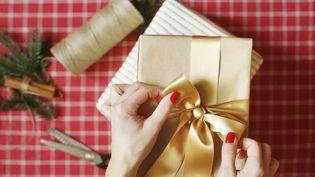 Les listes de cadeaux de Noël : chaque année, il faut surprendre et faire plaisir. Illustration (CATHERINE DELAHAYE / DIGITAL VISION / GETTY IMAGES)