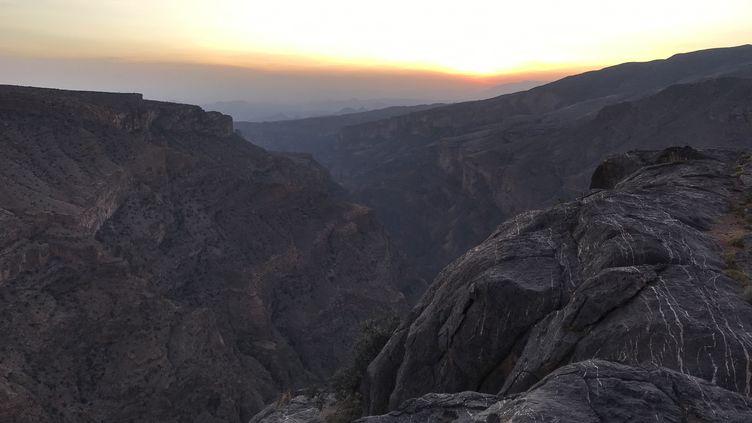 Le massif désertique du Hajar, à Oman. (JÉRÔME VAL / FRANCE-INFO)