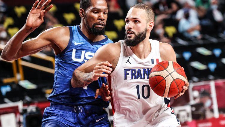 La France s'est imposée, dimanche, face aux Etats-Unis, dans son premier match de poule. (ELIF OZTURK OZGONCU / ANADOLU AGENCY / AFP)