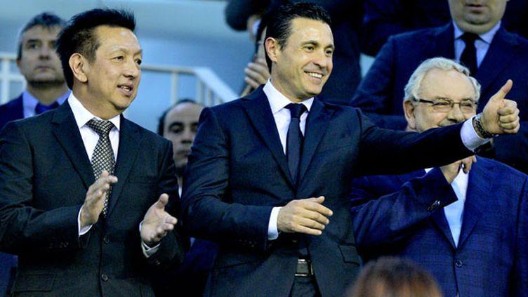Le président du FC Valence Amadeo Salvo (au centre) a côté du propriétaire du club Che, Peter Lim