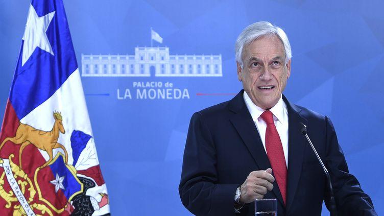 Le président chilienSebastian Piñera lors d'un discours à Santiago, la capitale chilienne, le 22 octobre 2019. (CHILEAN PRESIDENCY / AFP)
