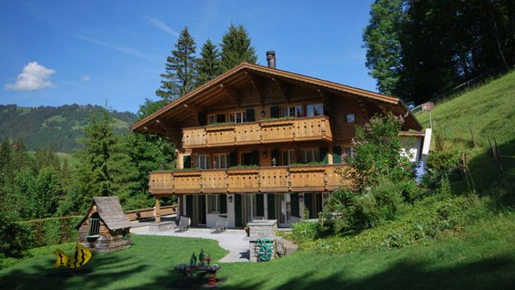 (Le chalet suisse de Johnny Hallyday © http://www.cardis.ch/fr/acheter/detail/maison-gstaad-6121)