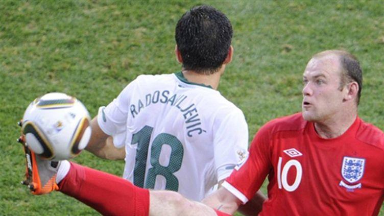 Rooney joue à l'acrobate (LIU JIN / AFP)