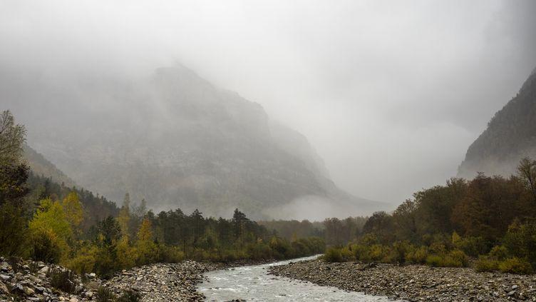 De fortes averses, parfois orageuses, sont attendues sur le relief pyrénéen. (JOSE A. BERNAT BACETE / MOMENT RF / GETTY IMAGES)