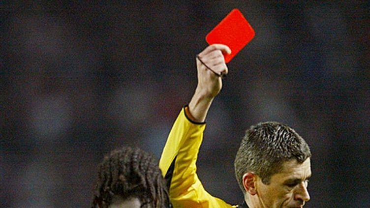 carton rouge arbitre pretexte (JACQUES DEMARTHON / AFP)