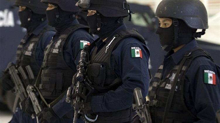 Des femmes de la police fédérale mexicaine, à Mexico, le 15 juin 2010. (AFP PHOTO/Luis Acosta)