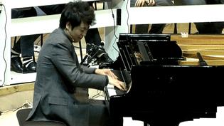 Le pianiste Lang Lang joue à la philharmonie avec cent petits élèves des conservatoires d'Ile de France  (France 3 / Culturebox)