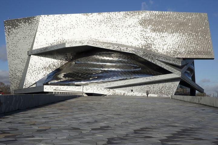 La Philarmonie de Paris signée Jean Nouvel, sur le toit  (KENZO TRIBOUILLARD / AFP)