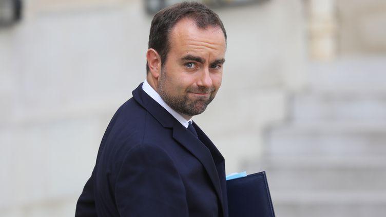 Leministre chargé des Collectivités territoriales, Sébastien Lecornu, au palais de l'Elysée à Paris, le 28 août 2019. (LUDOVIC MARIN / AFP)