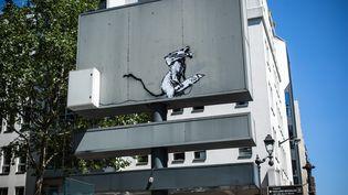 L'oeuvre de Bansky dérobée près du Centre Georges Pompidou à Paris. (AURELIEN MORISSARD / MAXPPP)