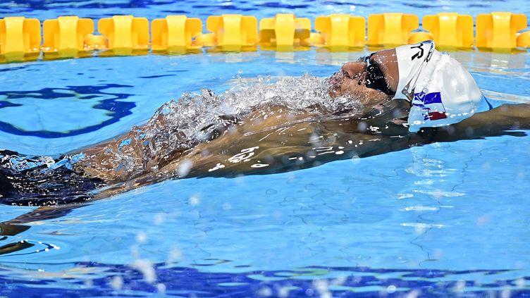 Troisième temps de la finale du 100m dos, le Français Yohann Ndoye Brouard a décroché la médaille de bronze aux Championnats d'Europe de Budapest, jeudi 20 mai. (TOBIAS SCHWARZ / AFP)