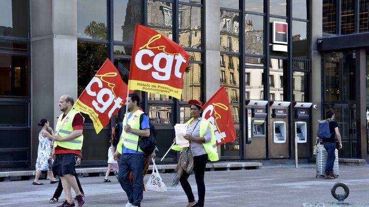 Des soutiens de la CGT se dirigent vers le ministère du Travail, à Paris, le 20 juin 2017. (PATRICE PIERROT / CITIZENSIDE / AFP)